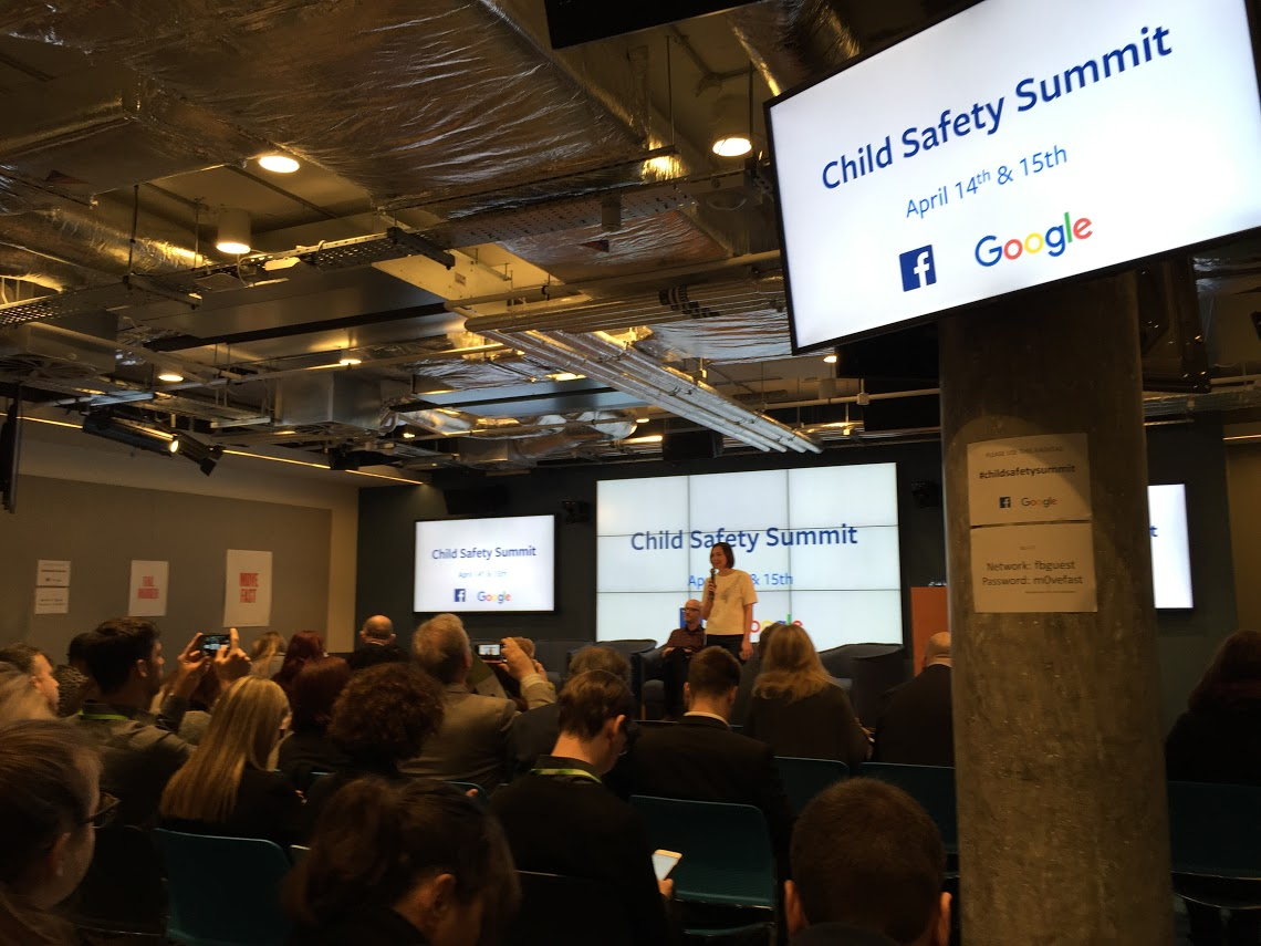 Online seznamovací summit